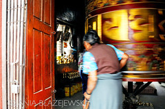 Nepal. Bouddhanath - woman praying with a praying wheel. (Ania Blazejewska) Tags: travel woman pagoda buddha stupa buddhist religion pray buddhism tibetan kathmandu katmandu bouddhanath earthasia 4tografie nepalk