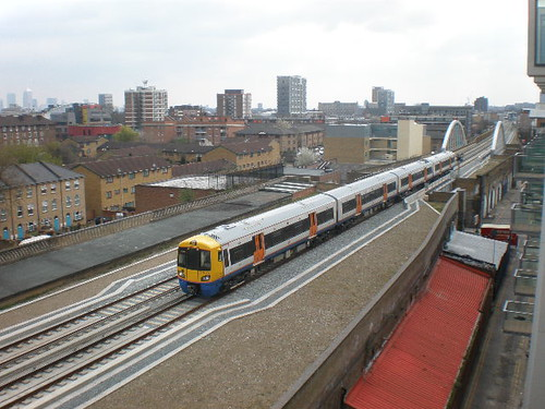 East London Line looking south towards the canal from Haggerston