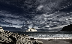 Una isla desierta (Leonorgb) Tags: canon playa arena nubes cantabria leonor covachos stacruzdebezana