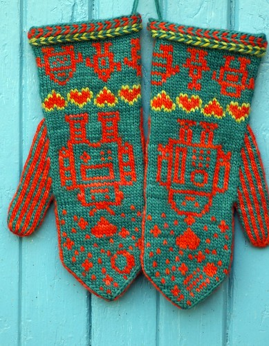 Love Bytes Mittens -- click to go to the pattern page on Ravelry!