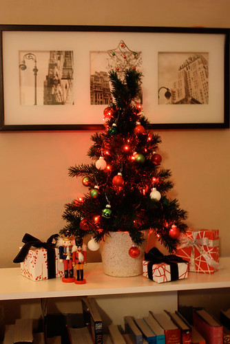 o tannenbaum was one of my favorite carols growing up so it should come as no surprise that i look forward to dressing up the tree every year - Little Christmas Tree