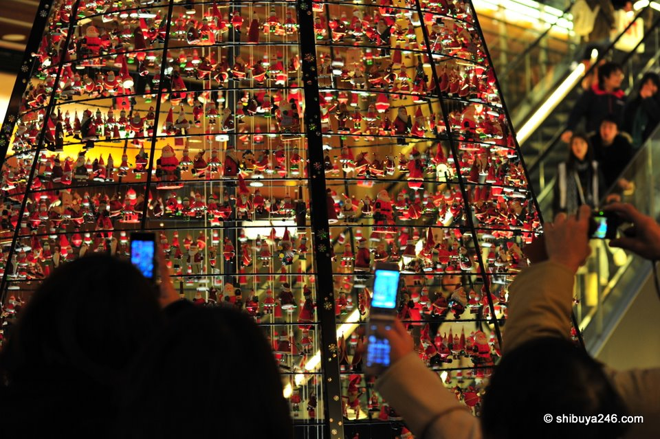 Lots of mobiles clicking away at this Christmas tree. The pictures looked to be coming out quite good too. Japanese mobiles have really good quality cameras.