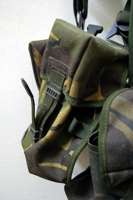 Bilik barang military totis 4250557781_25105a66c0_o