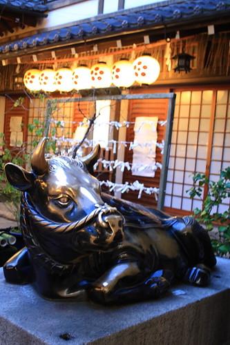 Bull statue in Nishiki Tenmangu