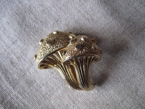 Boucher Toadstool Brooch - front
