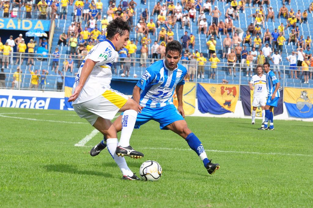 Tiago mandou ver no hat-trick contra o Esportivo, com direito a golaço de bike. Crédito: Vinícius Costa