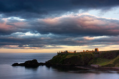 Sunset on Dunnottar (frantic_indolence) Tags: light sunset sea castle beach clouds scotland cliffs shore dunnottar stonehaven scozia dunnottarcastle sunsetcolours abigfave franticindolence