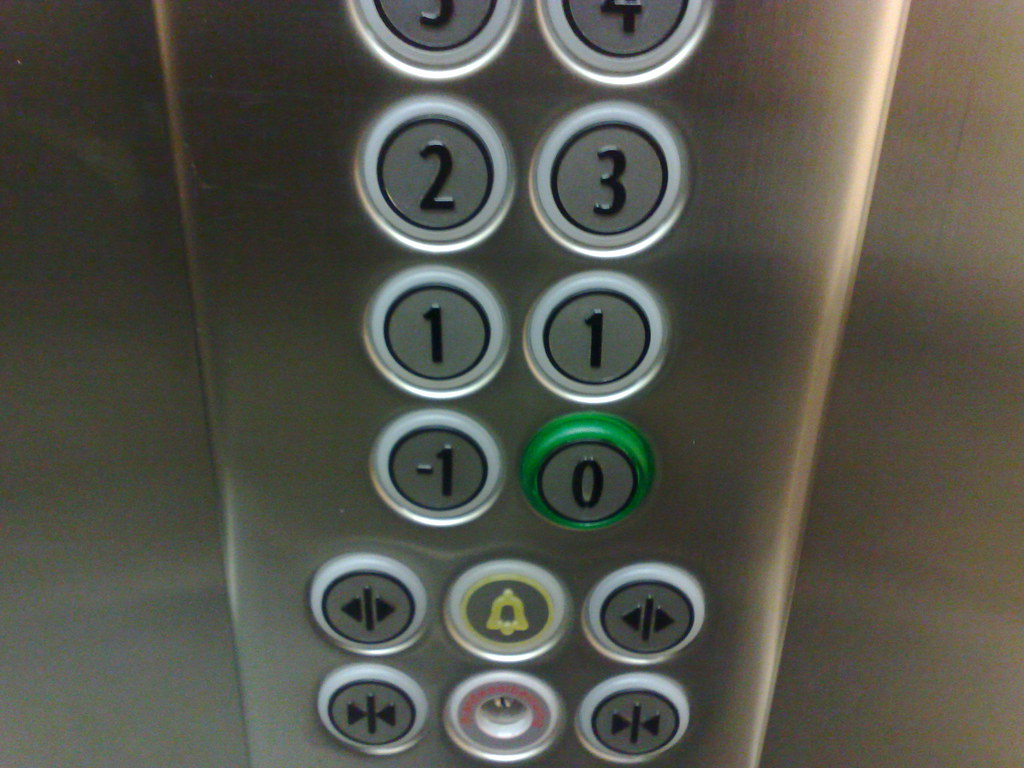In de lift...