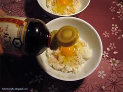 Tamago Gohan condito con salsa di soia