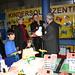 Bodo Ramelow informiert sich am Stand des Solar-Dorfes Kettmannshausen, das mit einem Kindersolarzentrum zu Messe gekommen ist.
