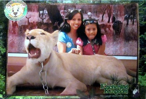photo opp with Zoori the White Lion