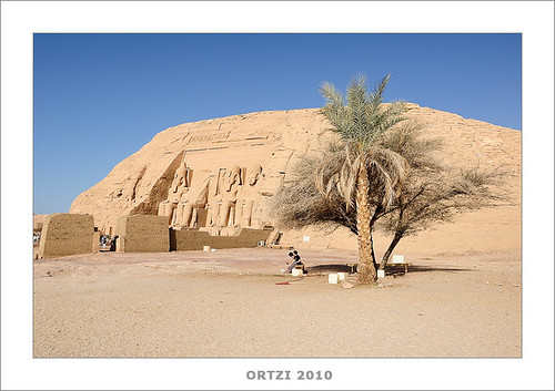 Templo de Abu Simbel y Nefertari by Ortzi Omeñaka