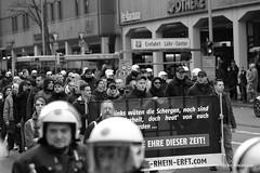 Aufmarsch (focaliser) Tags: politik nazi protest demonstration blockade polizei koblenz neonazi rheinlandpfalz antifa naziaufmarsch aufmarsch antisemitismus antirassismus antiantifa christianworch neonazidemo svenskoda dierechte parteidierechte antifablockade aktionsbüromittelrhein landgerichtkoblenz dierechterlp dierechterheinlandpfalz