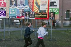 Lichaamsbeweging scherpt de geest (Tim Boric) Tags: utrecht verkiezingen elections bord posters running jogging aanplakbord