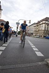 un altro p e mi ammazza!!! (Paolo Massimo) Tags: travel deutschland nikon strada monaco ciclista bici munchen steet ciclisti tokina1650mm nioknd90 tiokina