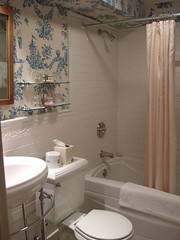 Bathroom Sherwood Inn 01