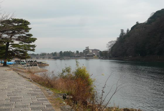 Walking down Hozu-gawa towards Togetsu bridge