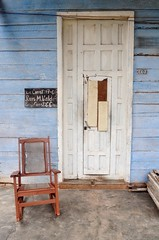 "Viñales porch • <a style=""font-size:0.8em;"" href=""http://www.flickr.com/photos/71572571@N00/4287473727/"" target=""_blank"">View on Flickr</a>"