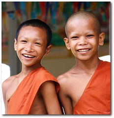 'Monachelli' (cisco ) Tags: two portrait orange smile cisco monks sorriso laos ritratto due champasak siphandon photographia artofimages photographia monachelli
