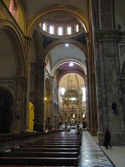 IMG_2924-2.JPG (Bill Herndon) Tags: church southamerica canon ecuador cathedral churches cathedrals catedral iglesia powershot nave iglesias cuenca catedrales sudamrica azuay a720is americasur flickrwrherndon