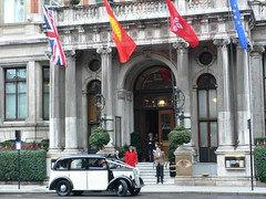Entrance at Mandarin Oriental Hyde Park London (heatheronhertravels) Tags: london hydepark hotels mandarinoriental