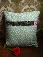 almofada criaturas da floresta (atrs) (alexa violeta) Tags: flowers flores pillow almofada springcollection