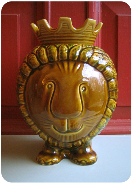 Lion Cookie Jar (Front View)