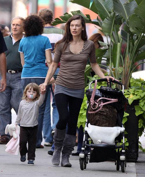 Ever Anderson, Milla Jovovich