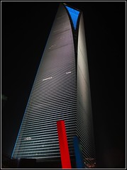 Comme une lame dans la nuit... (annieclic (absente)) Tags: tour lumière moderne nuit ville ohhh haut grandeur shangaï superstarthebest