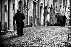 E quando pensi che sia finita,  è proprio allora che comincia la salita... (encantadissima) Tags: santostefanodimagra liguria vecchietti salita strada bienne porte selciato streetphotography nikond7000