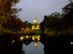 BREMEN.- (Bernardo del Palacio) Tags: blue espaa reflection verde green reflections spain quality magic catedral