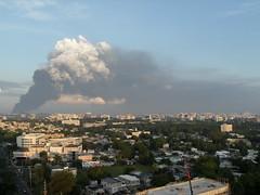 La vista desde Rio Piedras en la maana. #ExplosionPR (enki159) Tags: fire puertorico smoke refinery sanjuanpuertorico capeco explosionpr