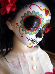 l calavera 006 (Kittytoes) Tags: sleeping dayofthedead skull doll sugar diadelosmuertos calavera commissions unoa melancholykitties