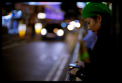 iPhone'r (Lefty | www.EXQUIS.com.hk) Tags: street leica light hk film night hongkong 50mm dof traffic kodak bokeh voigtlander jacky f11 m6 tst nokton misu iphone portra400vc voigtlandernokton50mmf11