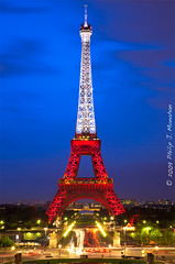 La Tour Eiffel en rouge, blanc et bleu (Phijomo) Tags: city longexposure blue red white paris france night lights europe eiffeltower bluehour redwhiteandblue letoureiffel canon24105mmf4l phijomo philipjmonahan canon5dmkii