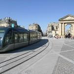 Bordeaux: Le tramway sur la place de la Victoire