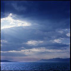 .linea d'orizzonte. (andrenzo) Tags: sea cloud love film fog composition photography photo nc nuvole mare waves nuvola kodak dream wave cm hasselblad dreams medium format 500 sole nebbia croazia medio 160 formato pellicola andrenzo andreacolombo introvertevent colomboandrea