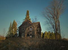 Something Wicked (siskokid) Tags: house abandoned wisconsin decay forgotten decrepit deserted derilict wausau marathoncounty omot highwayz saariysqualitypictures oncewashome