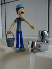 gua fresca (merakoincidencia) Tags: water gua toy h2o gota pia sede banheiro banho torneira chaves chavo calor molhado balde donramon elchavodelocho seumadruga molhar goteira racionamento madruguinha escorendo