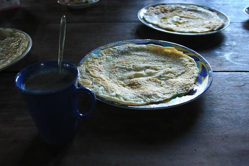 迷迭蛋餅和麥片一杯