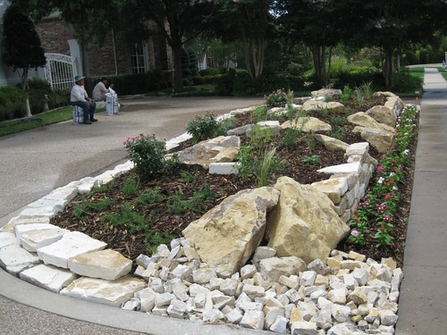 Frontyard lawn landscaping