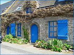 Saill-Brittany (Loire-Atlantique)cottage with blue door and windows (april-mo) Tags: blue brittany cottage salt tradition bluedoor saltmarshes loireatlantique bluewindows saill saltpanworkers saillsalt cottagebluedoorandwindows