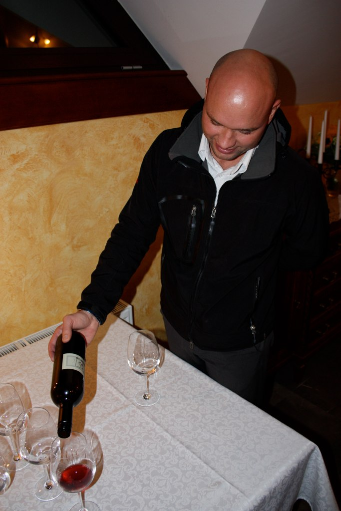 Jure pouring Joannes's Non + Ultra red