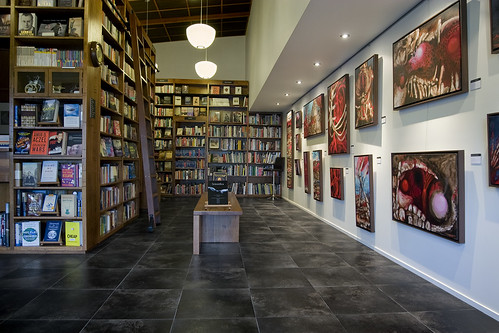 gallery and books by Mr Embiggen.
