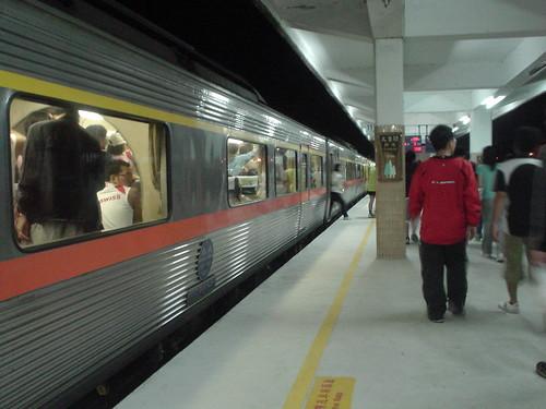 04.人滿為患的花蓮火車站月台