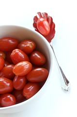 Sweet Grape Tomatoes (KimFearheiley) Tags: red tomato tomatoes vegetable cherrytomato keepingitsimple sweetgrapetomato