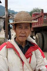 Local Tagin man with traditional hat in Dumporijo, Arunachal Pradesh (sensaos) Tags: portrait people india man face hat rural costume asia village native retrato traditional north culture tribal portrt east tribe portret ritratto cultural portre indigenous dorp pradesh arunachal famke noord oost azi hoed hoedje stammen daporijo tagin dumporijo sensaos