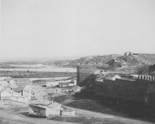 Torre de la Almofala y murallla a principios del siglo XX. Fotografía de Pedro Román Martínez