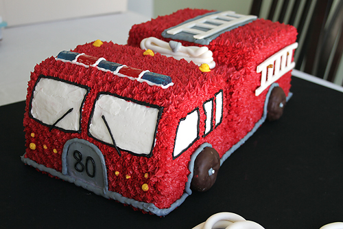 Fire Truck Cake Amp Fire Cupcakes Heather Drive