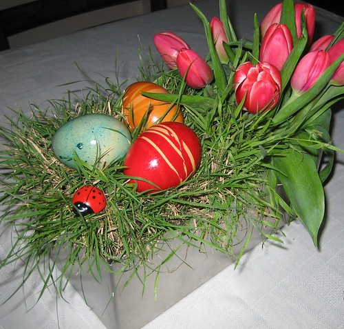 4434511236 d4086a3827 Simple Easter Floral Centrepiece